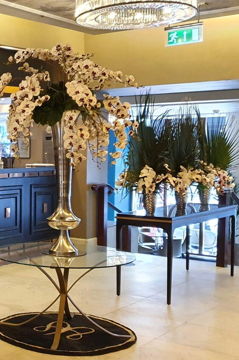 Hotel Plants Entrance Lobby Floral Displays Plants For Hotels Leaflike